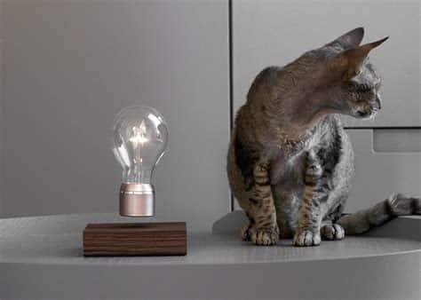Lampe Buckminster 2.1. par FLYTE