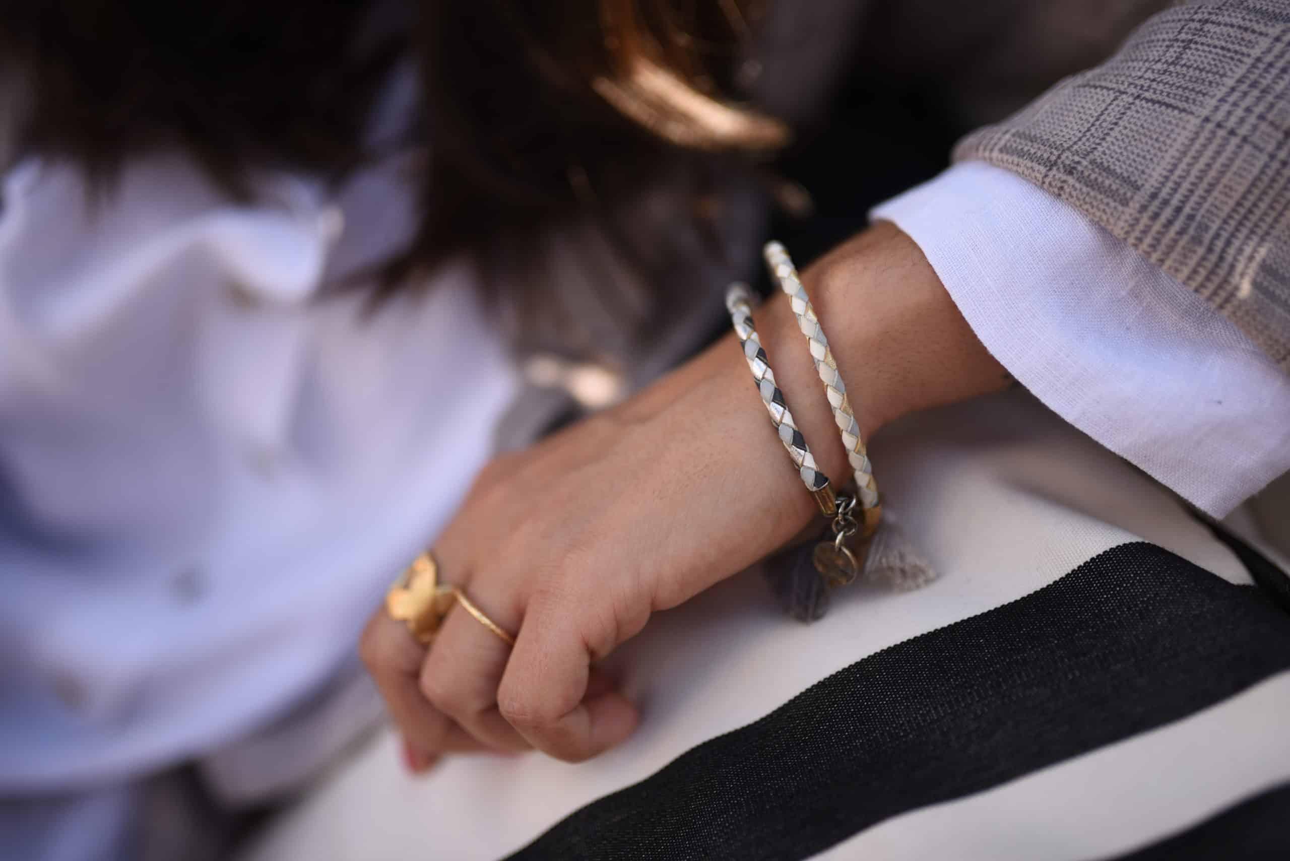 quadri pulsera hombre mujer joyas complementos hecho a mano paris piel cuero gris azul coralie de seynes plata